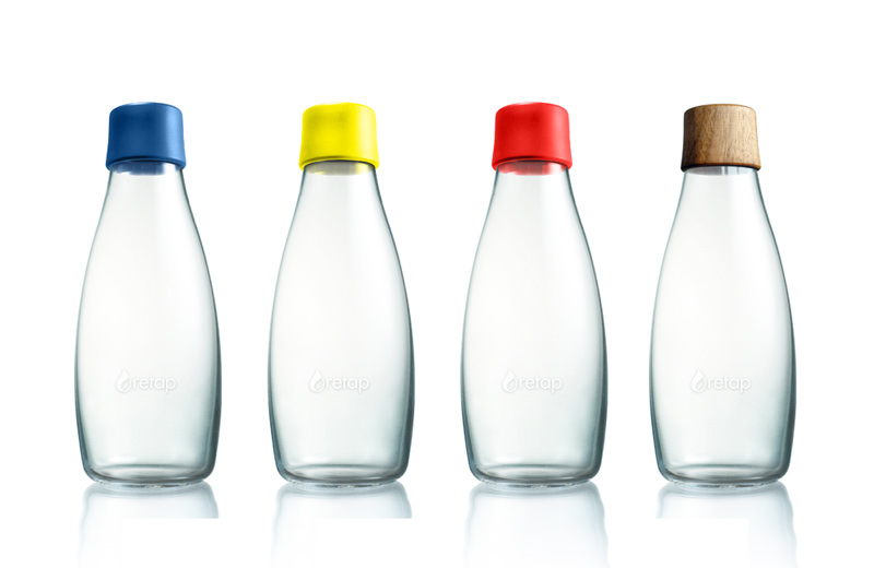 Glasflaschen mit verschiedenen Deckeln