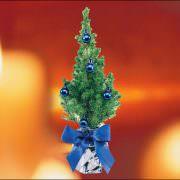 Weihnachtsbäumchen mit blauen Kugeln