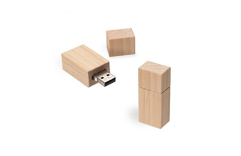 USB-STICK DELUXE aus Kiefernholz
